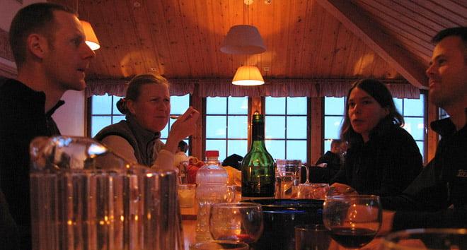 Matsalen på Sylarna; Johan, Marie, Boel och Johannes.